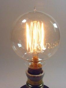 Osram tipo globo con filamento de tungsteno estirado en for Lampara con forma de bombilla